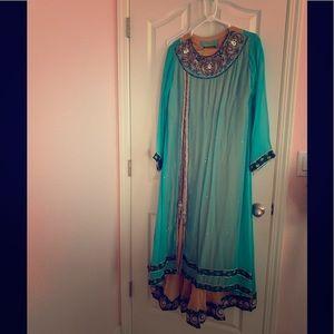Beautiful 3 piece Pakistani/Indian suit.